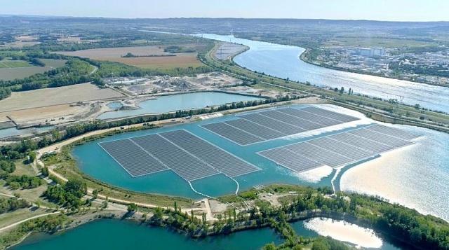 У Франції запустили в роботу плавучу сонячну станцію площею 17 га